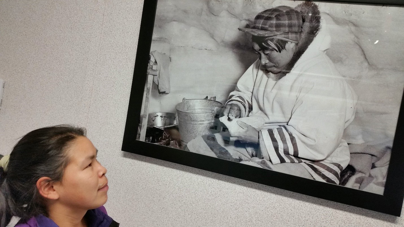 Eva Geetah looks at pic of grandfather Eetooloopak